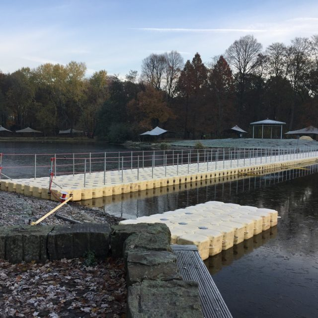 Pontonbrücke Phantasitischen Lichterweihnachtsmarkt 2016