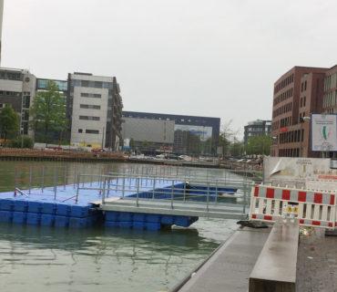 Pontonsteg als Umleitung im Hafen